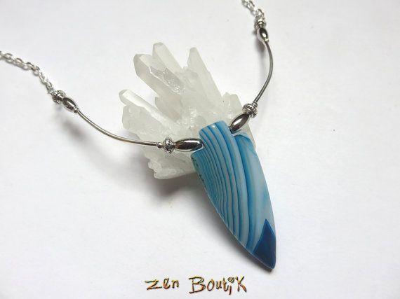 Agate bleue Flèche Pointe Collier pierre agate striée par ZenBoutik