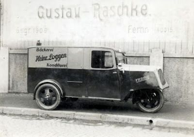 Framo LTH300 - 1933 the transporter was completely modernised receiving a more powerful engine, three speed gearbox with reverse and a fully enclosed cab. The LTH 300 'Liechertransportwagen mit haube' (light transport truck with cab) closely resembled its contemporaries and rivals - Tempo and Goliath.