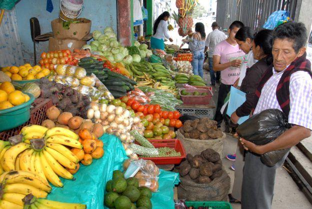 Vendedores aseguran que han disminuido las ventas. Foto Dairo Ortega/El Nuevo Liberal.