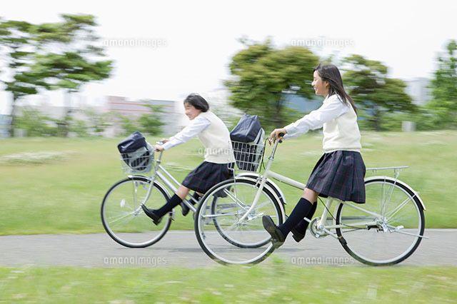 自転車に乗る女子中学生 11004074104 写真素材 ストックフォト アマナイメージズ 自転車 自転車に乗る 自転車ガール