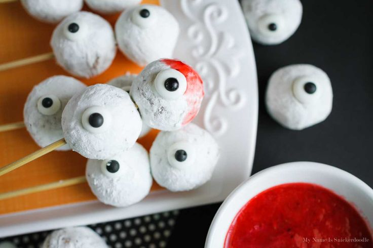 I always look forward to this month purely for Eighteen25's Spooktacular September! Some of the best Halloween ideas are shared here and I can't wait to what else is coming up. Having little kids at home I love quick and easy treats that truly surprise and excite them. These Skewered Eyeballs are just the trick! …