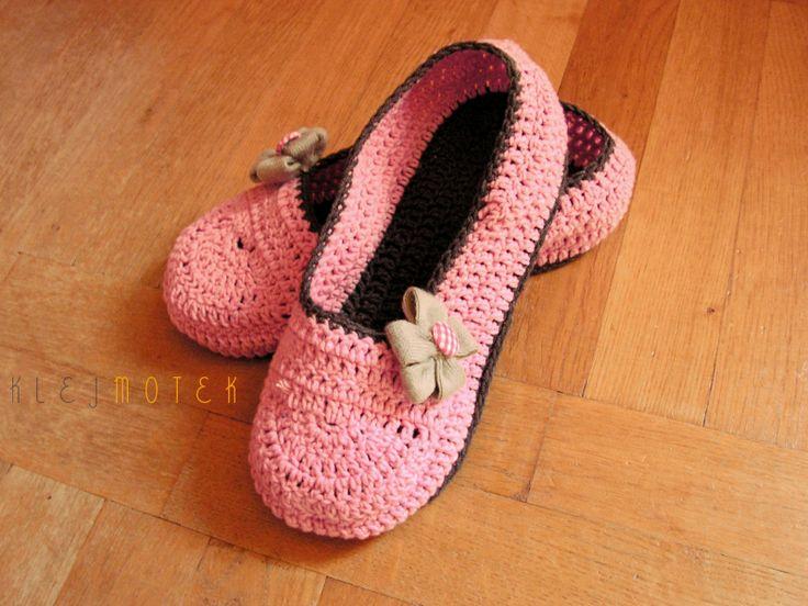 pink crochet slippers  http://klejmotek.blogspot.com/2014/08/co-ja-wydziergaam.html