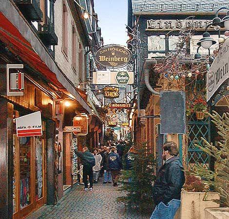 Zum fröhlichen Weinberg in der Drosselgasse beim Weihnachtsmarkt Rüdesheim am Rhein. Bild 06, © Wilhelm Hermann, 29. November 1998