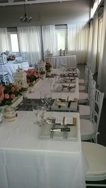 Bridal table - pink kind protea