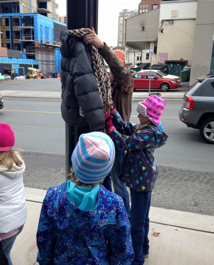 Last Year These Kids In Canada Tied Coats To Street Poles To Help Homeless Prepare For Winter: Though it's a bit early, one woman (& a whole bunch of kids) has already shown us what the holiday spirit is really all about. Worried about what the homeless would do during the coming winter, Tara Smith-Atkins, her 8 year-old daughter & 7 of her friends gathered winter coats & tied them to street poles throughout the city of Halifax for the homeless to claim.
