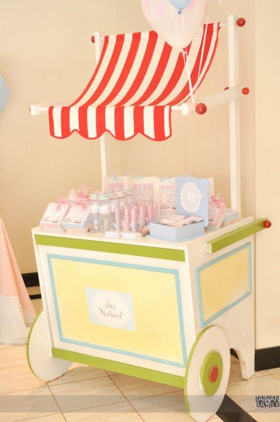 Carrinhos de doces em festa infantil