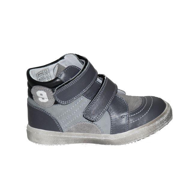 #kids #shoes Μποτάκι Μούγερ δερμάτινο, γκρι με αυτοκόλλητα κουμπώματα. www.mouyer.gr/paidika-papoutsia/botakia/mouger-3-botaki-dermatino-gkri_53703/
