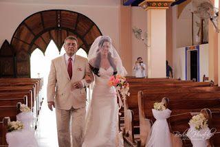 Hermosa decoración floral para tu boda en playa Iglesia de Nuestra Señora de Guadalupe, Huatulco