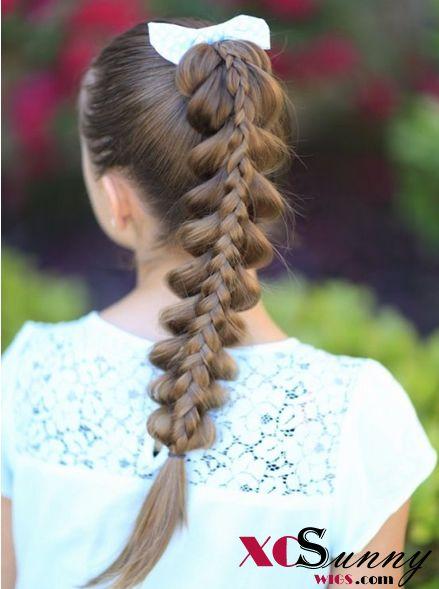 Summer hairatyles:Stacked Pull-Through Braid