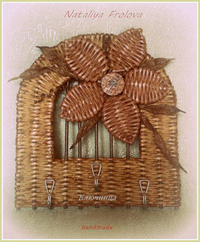 """Ключница"""" Hearth and home"""". Сделает уютным Ваш дом или послужит прекрасным подарком на праздник. Размеры: 20*20 см. Декорирована бумажным шпагатом и маленьким ключиком. Приятного просмотра. Автор: Наталья Фролова"""
