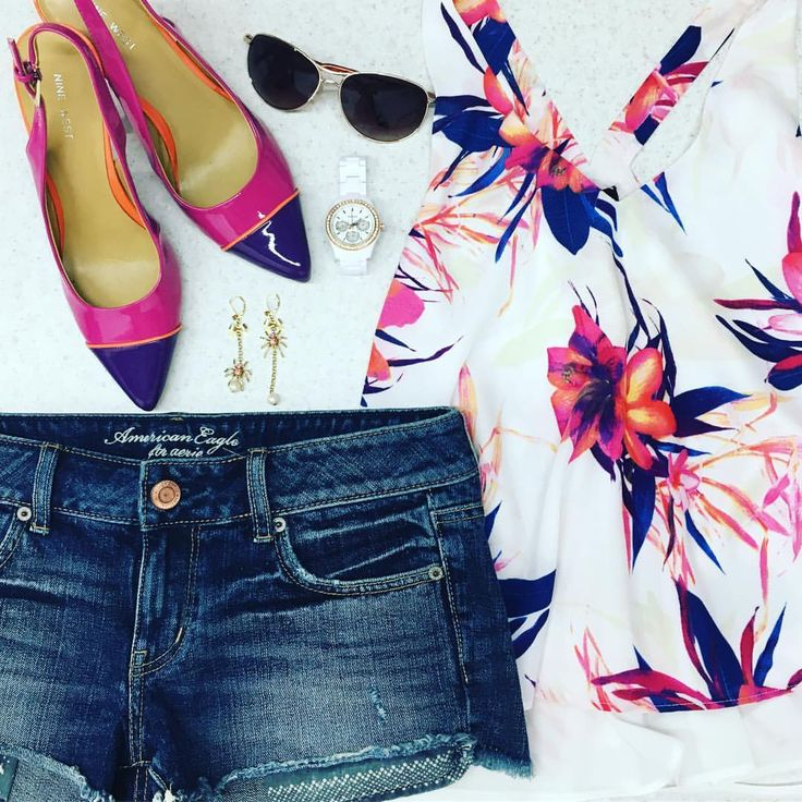 """23 Likes, 6 Comments - Trove Fashion (@trovefashion) on Instagram: """"We paired a gorgeous #floraltop with denim and #ninewestheels for our #trovefashionoutfitoftheday…"""""""