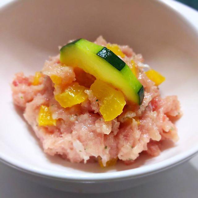#イタリアン風 #あて  #とろパプ 寿司やのとろタク~タクアン部分を黄色パプリカに替えた一品😋😋🎵 ・パプリカ賽の目カットして軽く湯通し ・中おち鮪、オリーブオイル、塩、乾燥パセリで和えてます タクアンより食感マイルドでパプリカの甘みと、中おち鮪のタルタルがよく合います(^^) #cooking #mycooking #myrecipe #instacook #クッキングラム #パプリカ #鮪のタルタル #cookpad