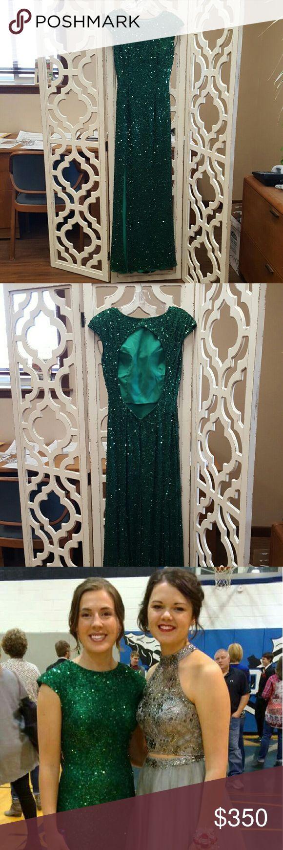 Shail K Prom Dress Emerald Green Shail K Prom Dress  Key Hole Back  Size 8  Only worn once  Leg slit that begins at the knee Shail K Dresses Prom