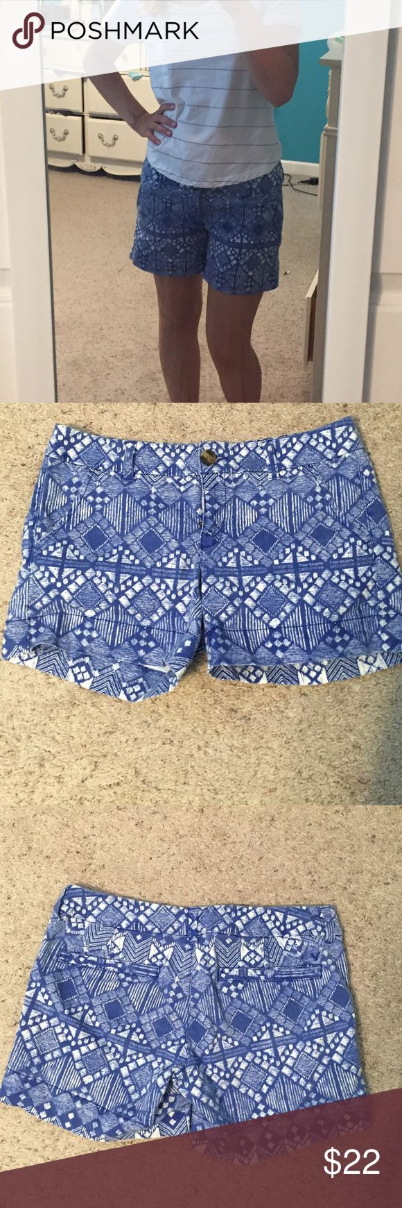 🎉SALE🎉| American eagle | Blue Aztec print shorts Bought this in the wrong size and washed hoping they would shrink a little. Never worn blue and white midi shorts. Price is firm American Eagle Outfitters Shorts