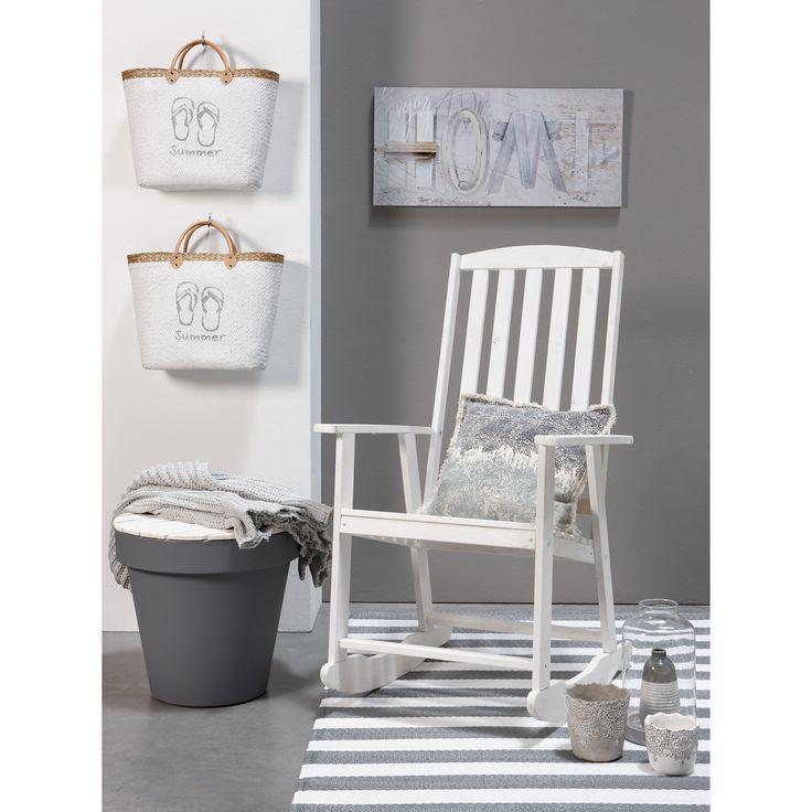Lekker schommelen! Droom weg en waan je aan het stand ;-)  #schommelstoel #tuinstoel #tuin #kwantum #kwantum_nederland