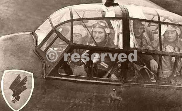 crew-in-the-cockpit-of-a-Ju-88-May-1940_nazi-soldier.jpg (622×380)