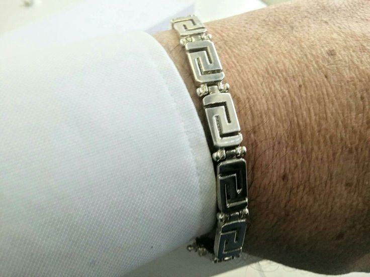 Man's bracelet in silver with Greek meander design #etsy #jewelry #bracelet #silver #geometric #unisexadults #manjewelry #manssilver #masculinelook #greekmeander http://etsy.me/2CSBKch