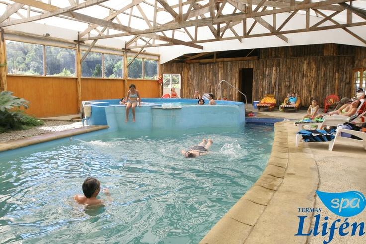 Contamos con 3 piscinas bajo techo    - 10x5 mt prodfundidad de 1,5 a 1,7 mts con temperaturas entre 20° y 28° C  -6 metros de diametro 90 cm de profundidad con asiento y 6 chorros de hidromasaje  con temperaturas entre 36° y 38° C  -2,5 metros de diametro 90 cm de profundidad  con asiento y 6 chorros de hidromasaje con temperaturas entre 30° y 40° C