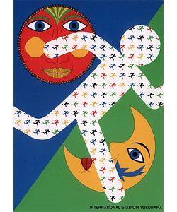 永井一正「太陽と月」 - 横浜土産 メイドインヨコハマ 2002年6月30日、世界中の目が注がれたピッチ「横浜国際総合競技場」。このポスターは1998年、競技場オープン記念に制作されました。スポーツ選手の持つ力強さと躍動感が、競技場のカラー赤、青、緑、黄を使ってデザインされています。永井氏のポスターで多く使われる、シルクスクリーン印刷ならではのくっきりした色の表現が際立ちます。歴史に残る名試合が繰り広げられるスタジアムにふさわしい、歴史に残る作品。