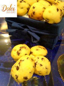 I BISCOTTI SENZA BURRO ALLA RICOTTA sono dei morbidi #biscotti #senzaburro grazie all'uso della #ricotta. L'impasto è arricchito da golose gocce di #cioccolato Ecco la #ricetta del #dolce http://www.dolcisenzaburro.it/uncategorized/biscotti-senza-burro-alla-ricotta/ #dolcisenzaburro