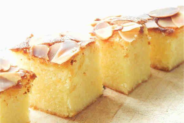 Ons recept van de dag: Cake met amandelen. Op Bladna.nl kan je uiteraard nog veel meer leuke Marokkaanse recepten vinden.