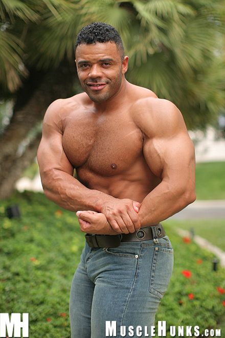 Naked muscular women