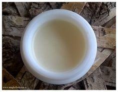 Maghella di casa : Deodorante fai da te in crema 14 g di burro di karitè 14 g di olio di cocco * 2 cucchiaini di bicarbonato di sodio 2 cucchiaini di amido di mais 15 gocce di olio essenziale di limone 6 gocce di olio essenziale di tea tree