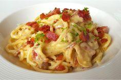 Spagetti Carbonara tarifi, evde hızlı ve kolayca yapılacak, restoranlarda yediklerinizi aratmayacak leziz bir reçete.