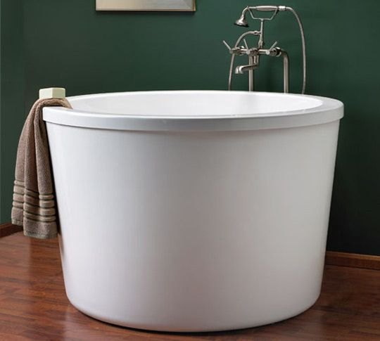 Oh how I'd love a soaking tub...I can barely fit into mine. 10 soaking tubs via apartment therapy.