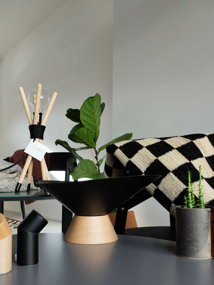 A mix of Spanish design brands represented by Noes as in the Norwegian market. Omelette-ed Mamut bowl and more.