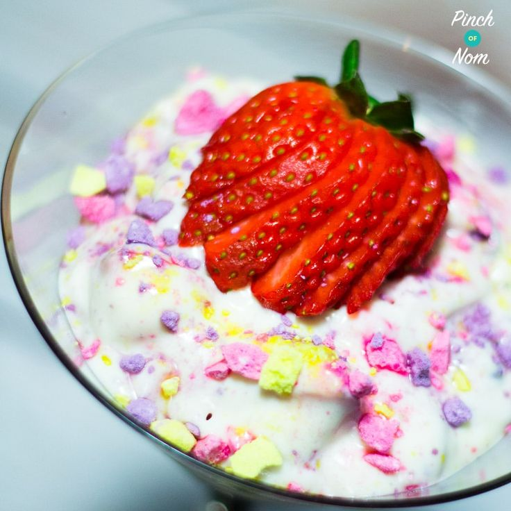 This Low Syn Unicorn Eton Mess is so quick and easy and won't break the Syn bank! Perfect if you're following the Slimming World Extra Easy Plan