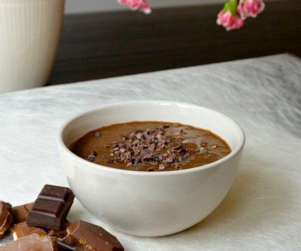 Ontbijt van gezond chocolade 'ijs'