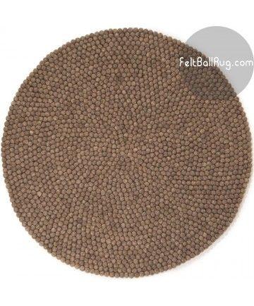 Ullkuleteppene våre er fantastiske kunststykker. Dette teppet er ufarget, og ullen er hentet fra grå-brune sauer på New Zealand. Liker du denne fargen? :-)