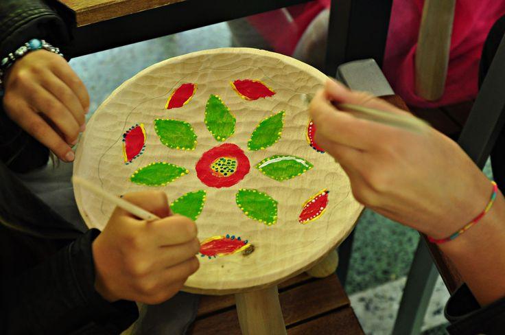 Realizam ateliere creative de pictat scunele pentru copii si parinti www.handmade4u.ro