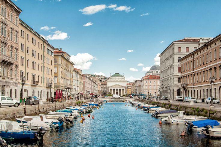 U svakom slučaju, Trst je sjajan izbor za jednodnevni izlet. Jasno, nije lijep kao Firenca ili Verona, ali grad je to u kojem ljudi žive, grad je to lišen turističkih gužvi i na kraju, grad je to koji ima ono nešto.