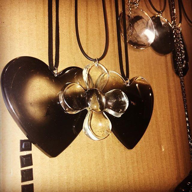 @lilit.es Dark goth necklaces & rings #goth #gothic #gothgirl #gothlolita #lolita #rings #necklace #anillos #colgantes #jewelry #jewels #choker #witch #instafashion #instachic #instapic #instatrend #goodnight #toledo #madeinspain #madrid #nightlife #gargantilla #love #black #blackchoker #gotico #bisuteria #bijoux #schmuck @nana_by_margalgau