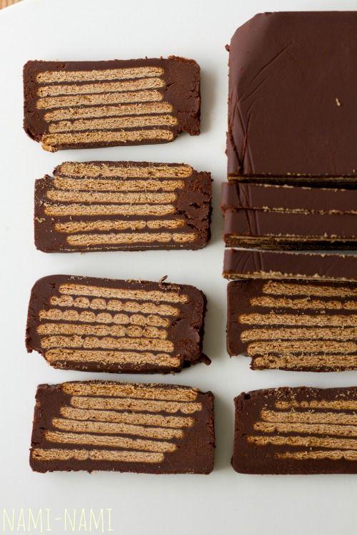 Rohke šokolaadiga küpsisekook (kiksekage). Kõrvale võid pakkuda vahukoort, täiskasvanutele võib vahukoore hulka segada veidi Amaretto likööri.