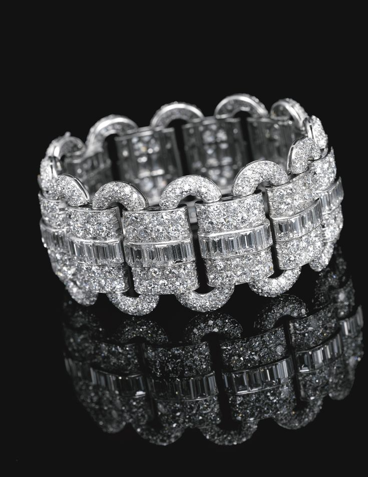 Diamond bracelet, Van Cleef & Arpels, 1927 Composed of a series of oval links alternating with rectangular plaques, pavé-set with circular- and single-cut diamonds, embellished down the centre with a row of carré-cut diamonds.