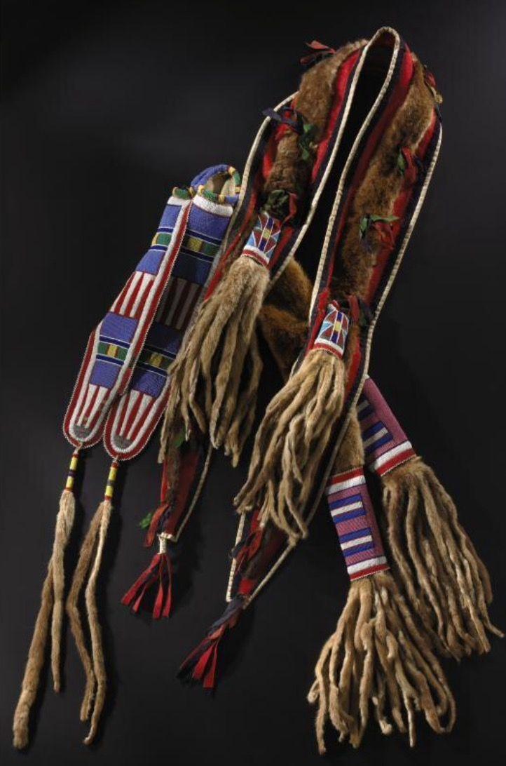Колчан и чехол для лука из меха выдры, Кроу.  Коллекция Чендлера-Порта. Sotheby's. AMERICAN INDIAN ART 13 Mая 2005 года. Нью Йорк.