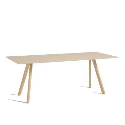 CPH 30 spisebord. Et dekorativt spisebord fremstillet af massivt egetræ med en let bordplade. Bordet...