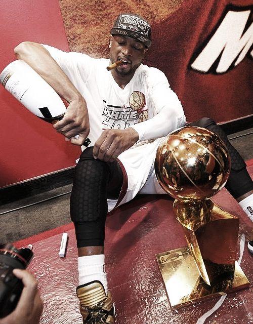 Dwayne Wade congratulating his knee. New Hip Hop Beats Uploaded EVERY SINGLE DAY http://www.kidDyno.com
