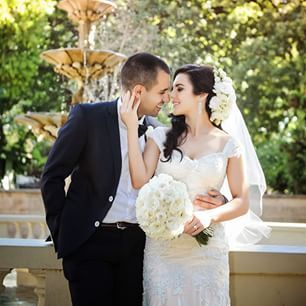 The stunning Amy and Michael @ Quat Quatta, Ripponlea thanks to Dream life photography Melbourne  for capturing such a magical moment. #freshfloralhairpiece #flowers #bride #bouquet #floraldesign #floralhairpiece #melbourneflorist #melbournewedding #weddi