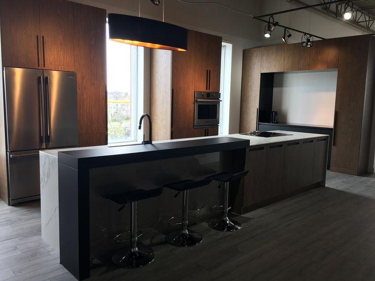 Melamine imitation wood kitchen with Dekton counter. Cuisine en mélamine imitation bois avec comptoir de Dekton.