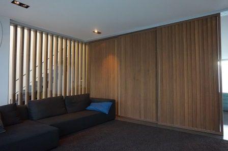 Houten panelen met lamellen binnendeuren stuyts realisatie pinterest interieur and met - Interieur gevelbekleding houten ...