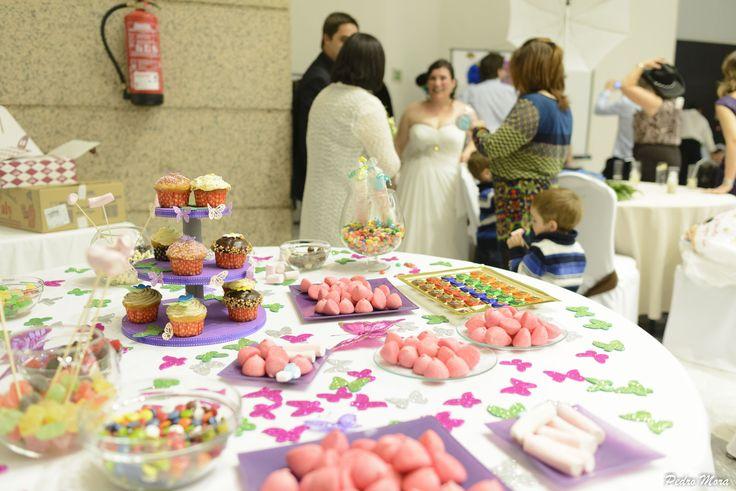 Mesa de chuches que organizamos para una #boda con todo una mezcla de colores.