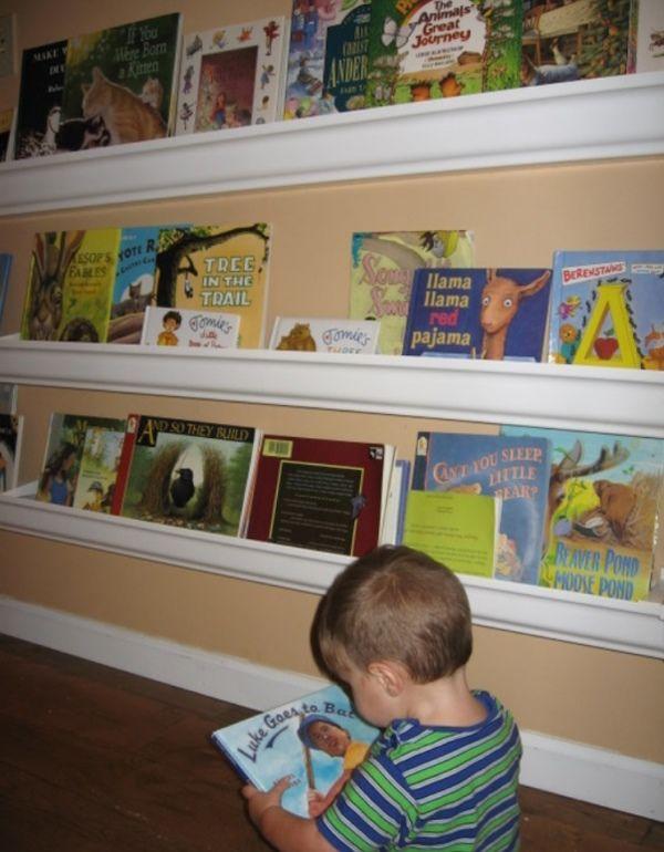 Книги как украшение стены в детской