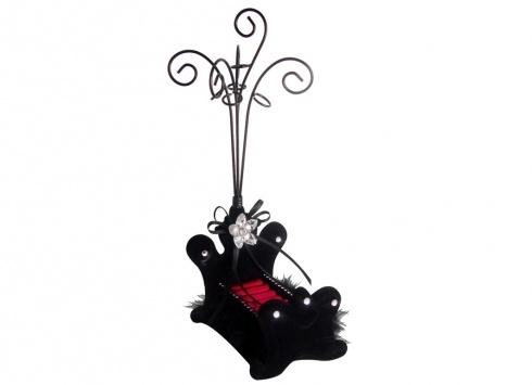 PORTA GIOIE VELLUTO NERO LETTO. Porta gioielli a forma di letto in velluto di colore nero con stelo in metallo per appende bracciali e/o collane addobbato con piume nere e strass