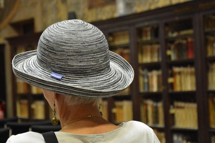 Cappello, Libreria, Indietro, Bologna, Italia, Donne
