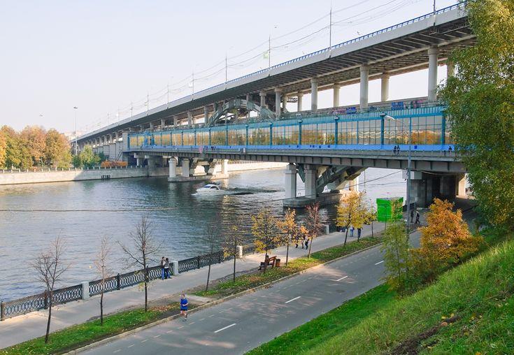 Moscovo - A ESTACAO MAIS LONGA. Incluindo os corredores de acesso, Vorobiovi Gori (Pardais da Montanha), na linha Sokolniki, se estende por 284 m...
