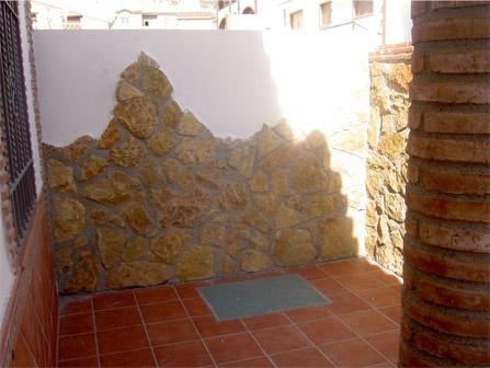 Motivo De Piedra En Muro De Patio Exterior Soleria Y